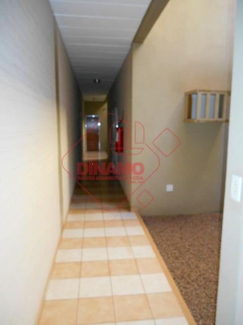 sala medindo 17,83 m²., banheiro, recepção, estacionamento.