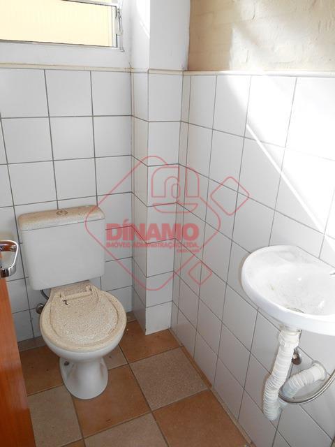 sala medindo 18,94 m², banheiro, recepção, estacionamento.