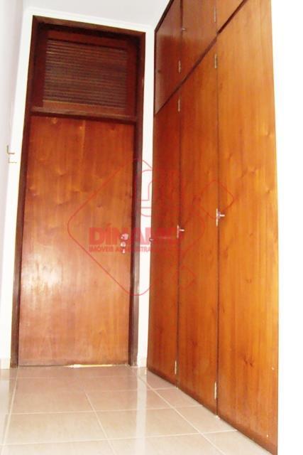 03 dormitórios (01 suite), armários, 04 salas, lavabo, wc social (gab./box), cozinha (armários), despensa (prateleiras), dep....