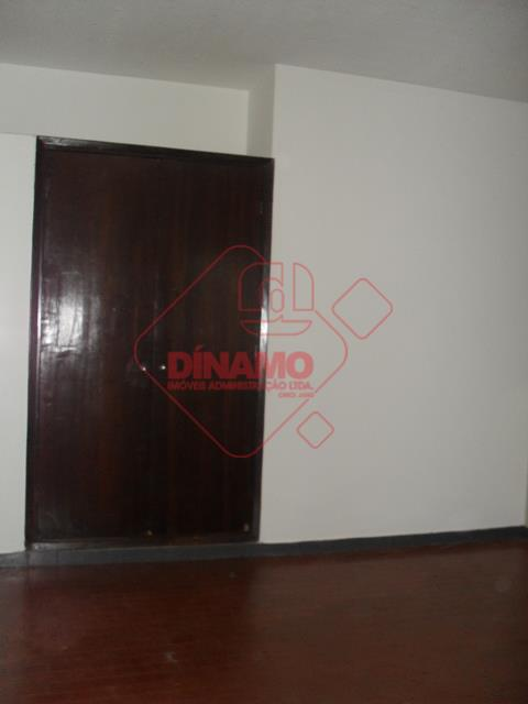 01 sala/dormitório (armário), wc social (box), cozinha (gabinete), área de serviço comunitária. não tem garagem