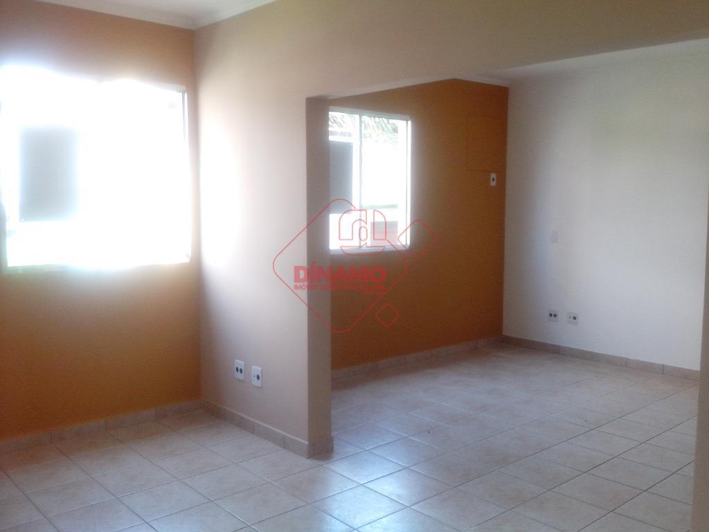 sala comercial medindo +/- 27 m²,  dividida em 02 ambientes, piso frio, wc privativo, interfone.