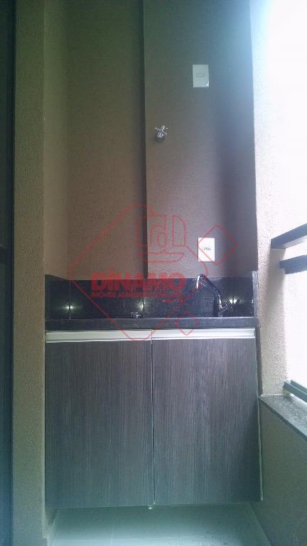 1 suíte(armários/blindex/espelho), sala, varanda gourmet com armários, cozinha americana planejada, área serviço (armários), 1 vaga garagem...