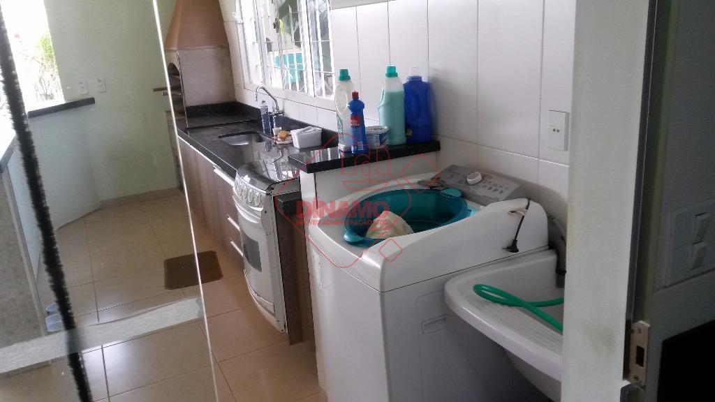 3 dorms.(suíte) closet/armários, sala 2 ambientes/jd. inverno, wc. social(armário), cozinha, área serviço, quintal, wc. lazer, 2...