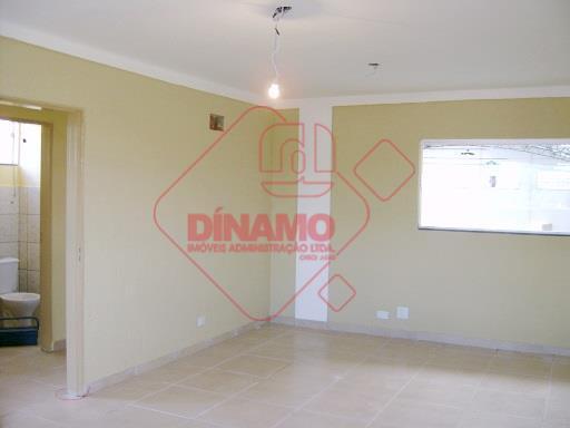 novo, portão articulado com 7 metros, piso concreto usinado, escritório 2 pavimentos (piso porcelanato), 84 m2...