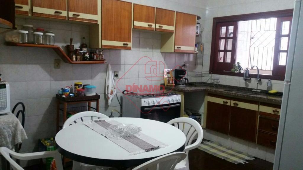 4 dorms.(2 suítes) armários/ar condicionado em 2, sala 3 ambientes, escritório, lavabo, wc. social(gabinete/blindex), varanda, cozinha...