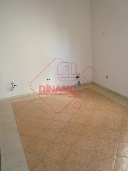 01 sala medindo +/- 15m²., 01 sala medindo +/- 12 m²., banheiro.