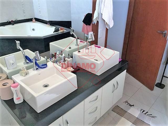 3 dorms.(suíte c/ closet/hidro) armários, sala, wc. social(gab./blindex), varanda c/ churrasqueira, cozinha planejada, área serviço, piscina...