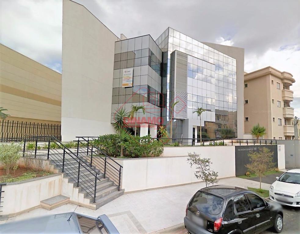 sala medindo +/- 37 m², banheiro, copa, 1 vaga garagem subsolo, elevador. prédio 4 andares, sendo...