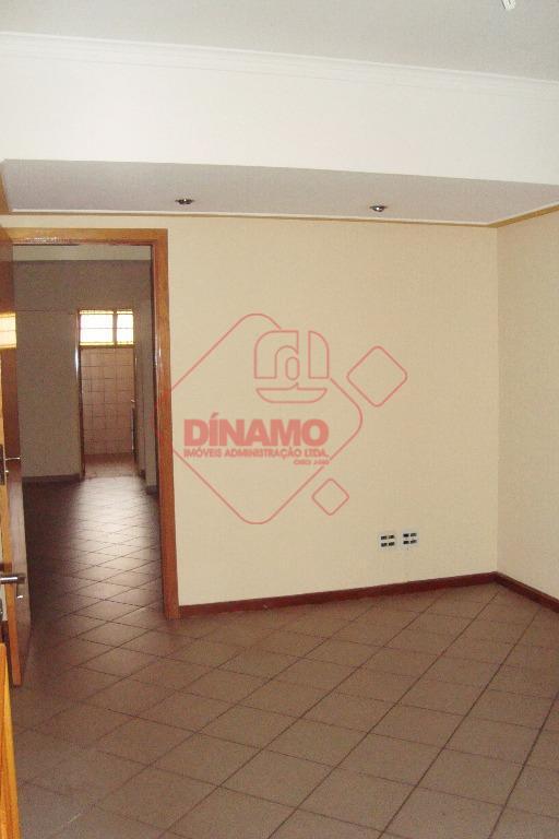 sala medindo +/- 120 m²., divididos 03 salas e recepção, 02 banheiros, copa, 1 vaga de...