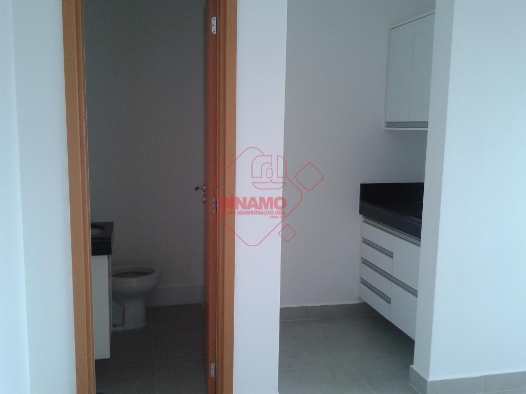 sala medindo +/- 48 m² , 02 banheiros, copa, piso frio, prédio 10 andares, sendo 9...