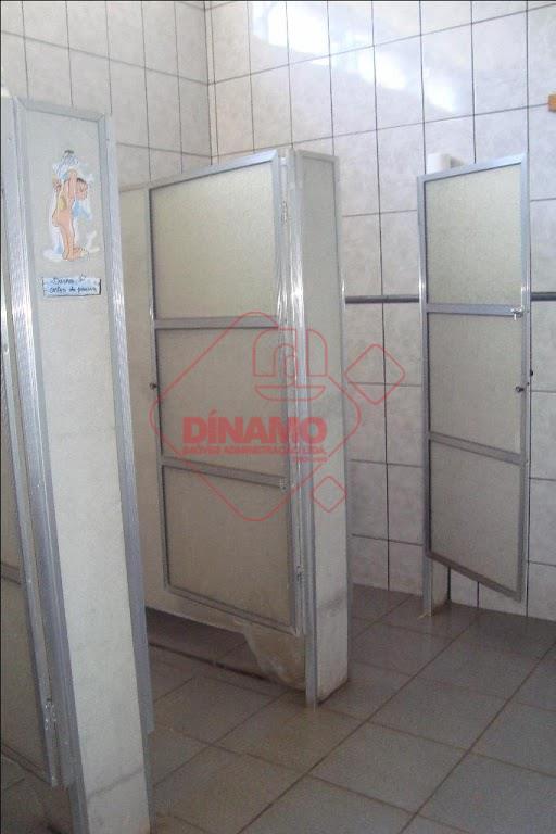 sobrado com 2 pavimentos:piso térreo: 160 m², 2 vestiários/piscina fundo 4 x 6.piso superior: com 190...