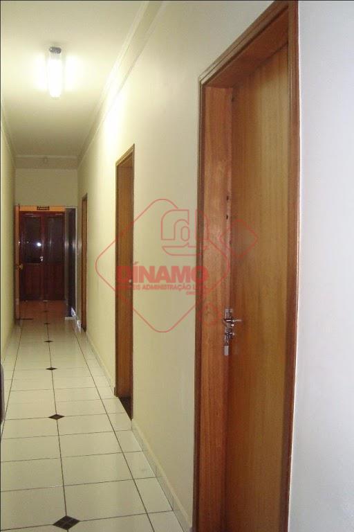 recepção, sala de espera, 03 salas medindo +/- 15 m², 01 sala medindo +/- 10 m²,...