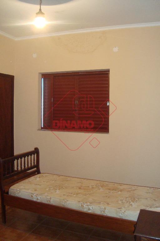 03 dormitórios (sendo 02 suítes, armários), sala ampla, wc social (gabinete, box), copa, cozinha (armários), quarto...