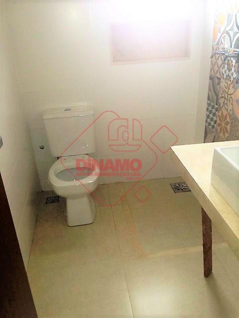 novo, 3 suítes, sala (estar/jantar), escritório, lavabo, copa-cozinha, área serviço, piscina c/ ofurô, quintal, wc. empregada,...