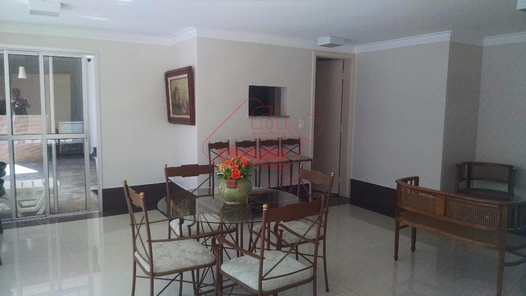 2 dorms.(armários), sala 2 ambientes, wc. social (armário/blindex), sacada, cozinha(armário), área serviço (armário), wc. empregada, 1...