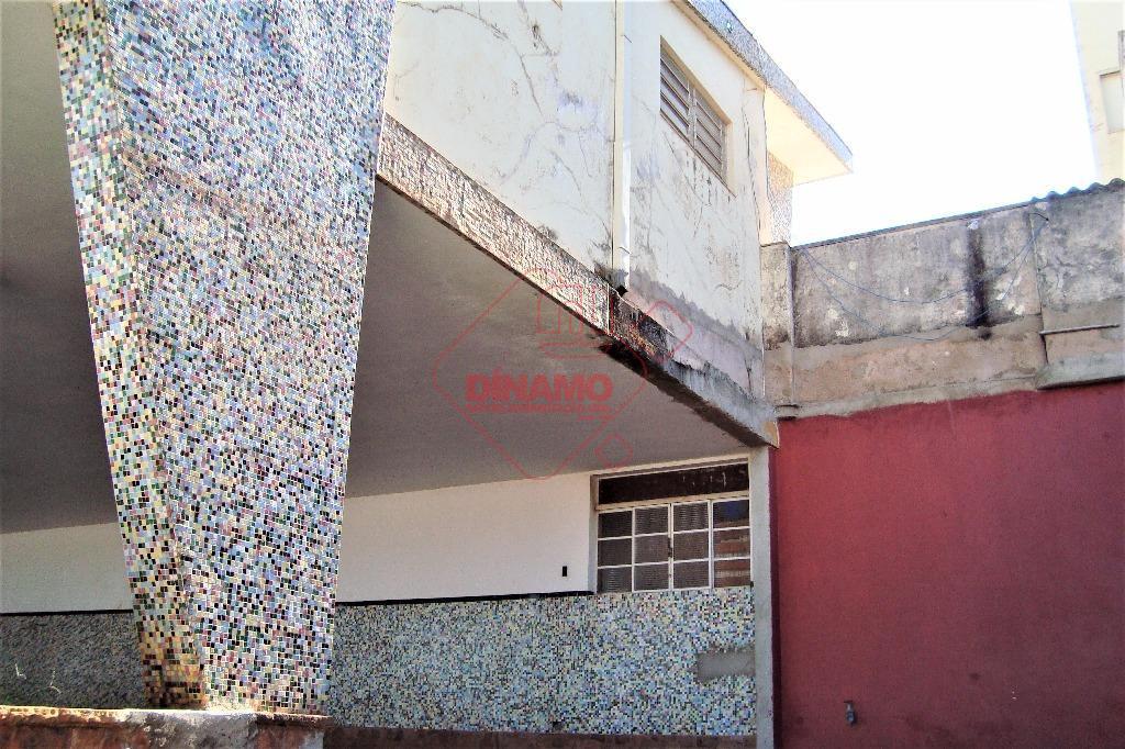 terreno medindo +/- 753 m²., e área construída +/- 200 m², sendo 01 salão medindo +/-...