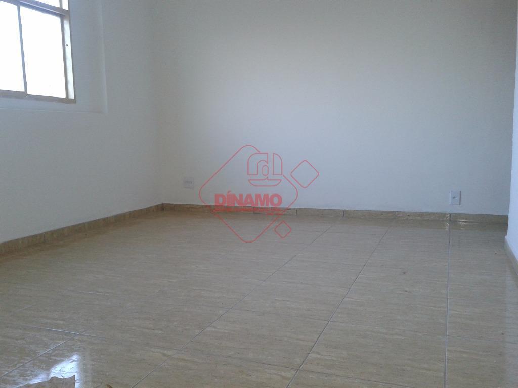 3 dorms., sala, wc. social(gabinete), cozinha (gabinete), área serviço, garagem, piso frio.