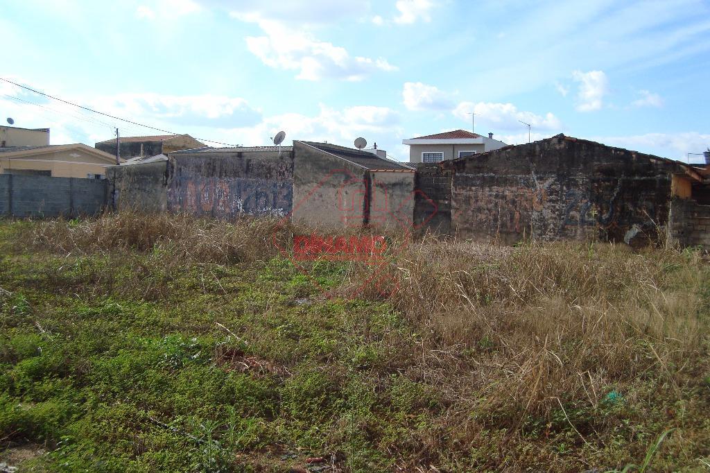 02 terrenos murados medindo +/- 673 m².