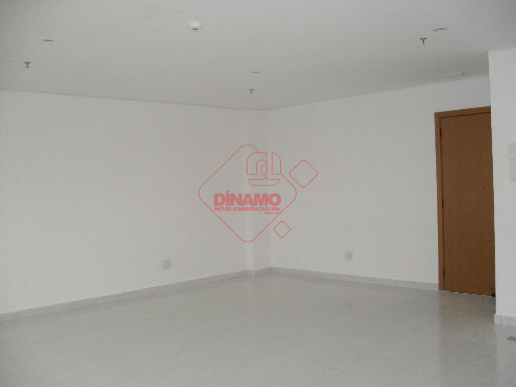 sala +/-45 m², 2 wcs, 01 copa, ar condicionado, 01 vaga de garagem.prédio com; hall social...