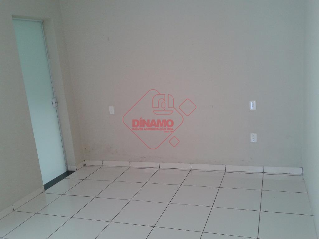 terreno = 18 x 27,77, com salão medindo 120 m2, estacionamento, 2 banheiros, copa, cozinha, despensa,...