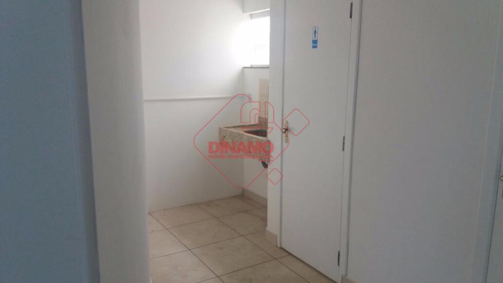 sala medindo +/- 70 m², banheiro, garagem.