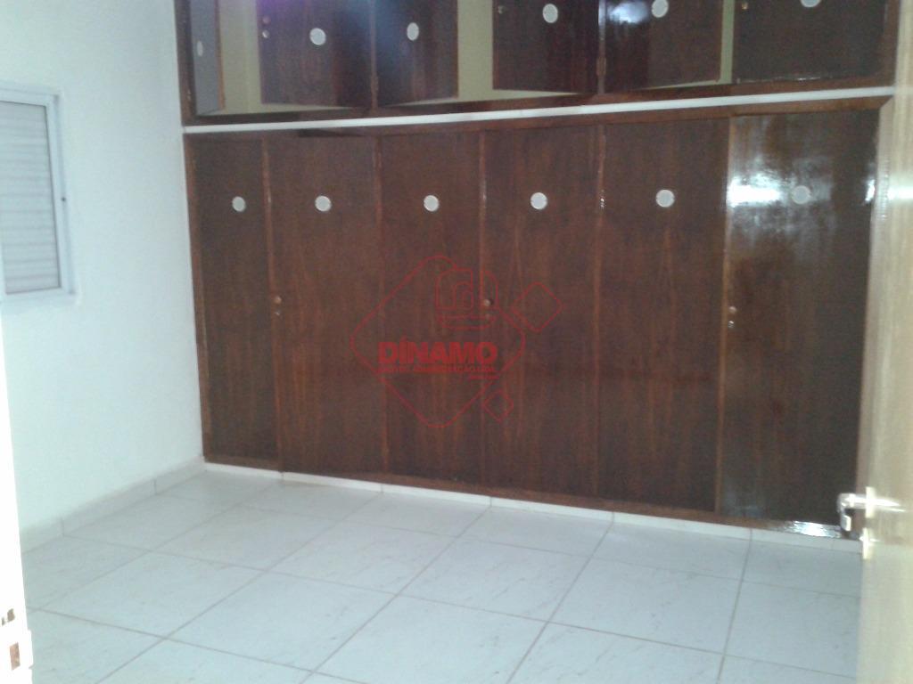 3 dormitórios (suíte) armário em 1 dos dorms., 2 salas, wc social, varanda, cozinha (gab.), área...