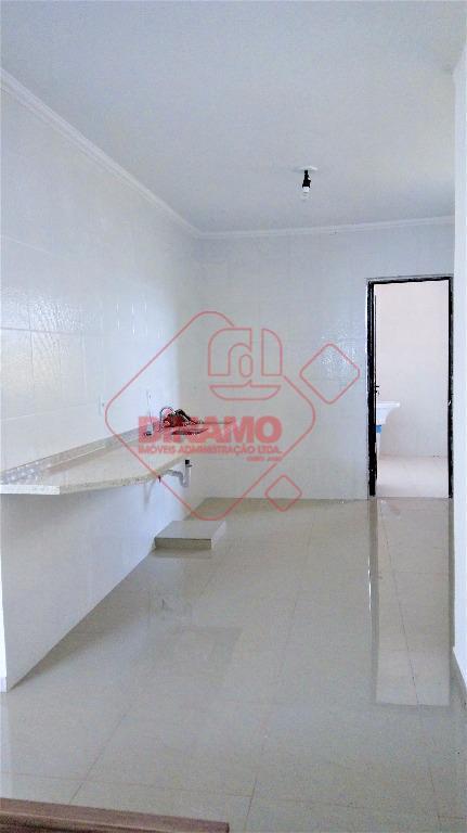 2 dorms.(01 suíte c/ blindex), sala, wc. social (blindex), cozinha, área serviço, 2 vagas garagem (1...