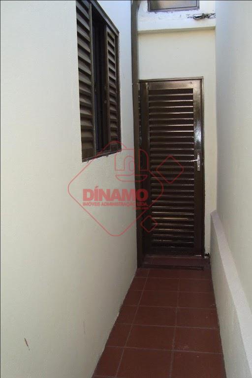 03 dormitórios (ventilador), sala (ventilador), lavabo, wc social, copa/cozinha (gabinete), área de serviço, quintal e 01...