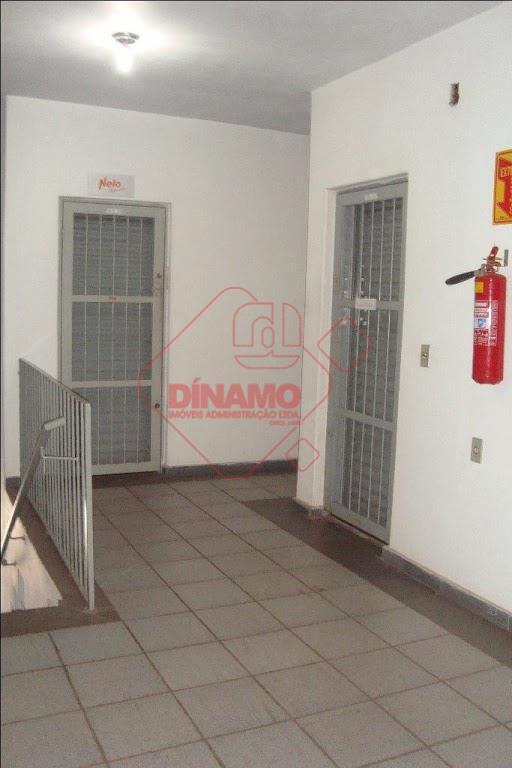 sala medindo +/- 42 m² com wc, sala de espera.