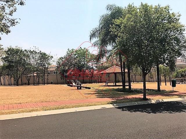 terreno medindo 702 m², portaria 24 hs.