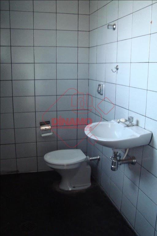 sala 01 medindo +/- 20 m² com banheiro, salas 02 e 03 medindo +/- 18 m²...