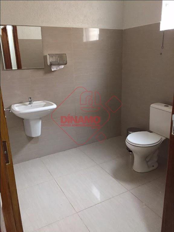 6 salas todas com ar condicionado, persianas, saída de água e esgoto, 1 recepção com 32...