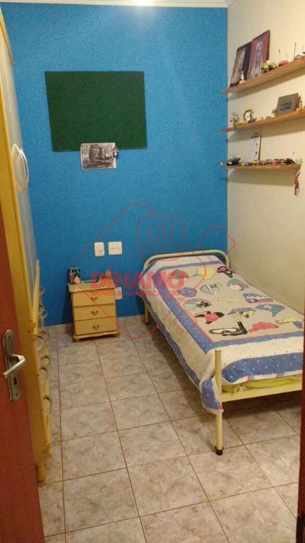 face sombra, 3 dorms.(suíte), sala, escritório, wc. social, cozinha, área serviço, despensa, wc. empregada, 2 garagens.