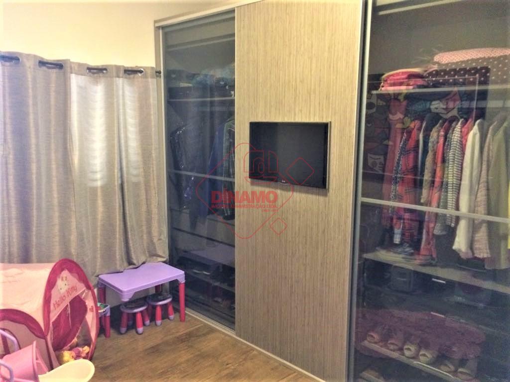 3 suítes (closet), sala, lavabo, cozinha americana, área serviço, 4 vagas garagens (2 cobertas), pé direito...