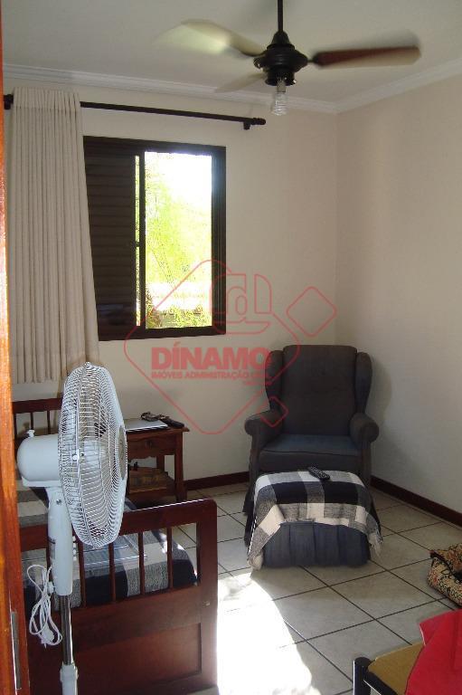 03 dormitórios (sendo 2 suítes) armários/ventiladores, sala ampla, wc social (gabinete/blindex), cozinha planejada, área serviço, piscina,...