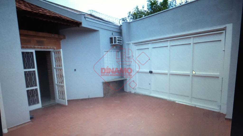 3 dorms.(suíte), sala grande, wc. social, varanda, cozinha(balcão), área serviço, quintal, wc. empregada,3 garagens, área churrasco,...