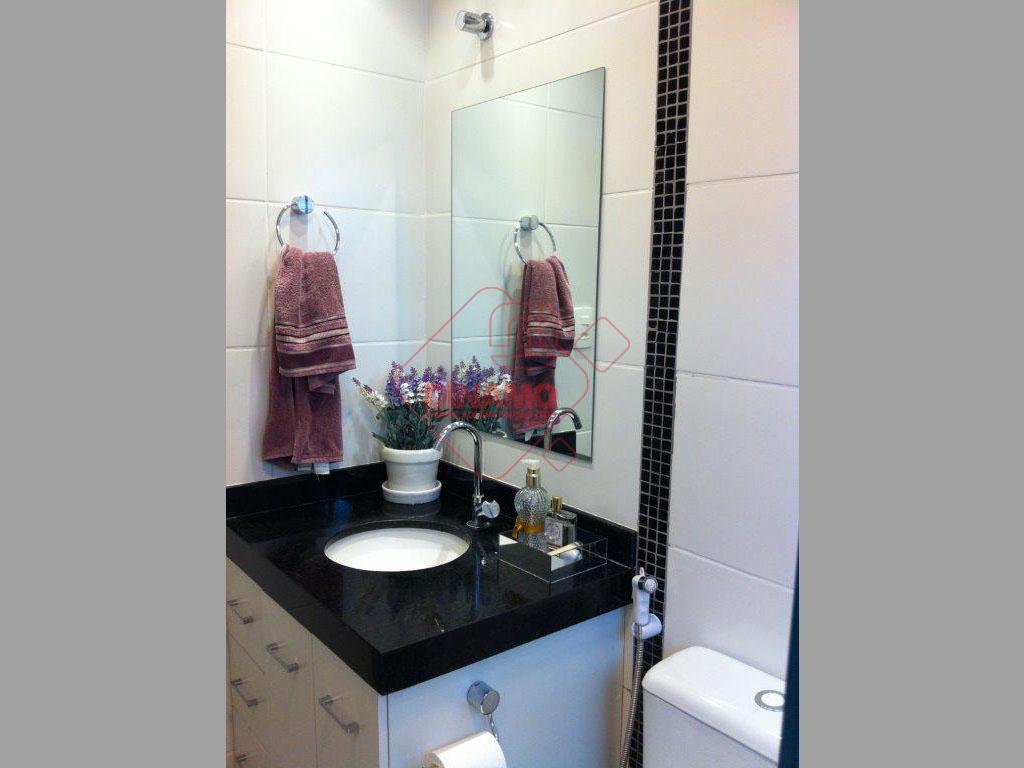 3 dormitórios (armários), sala 2 ambientes/painel, wc social (box/gab.), cozinha planejada, área serviço, piso frio, portaria...