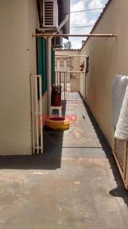 boa localização, 2 dorms., sala, wc. social, área serviço, quarto/wc. empregada, churrasqueira, garagem 3 carros.