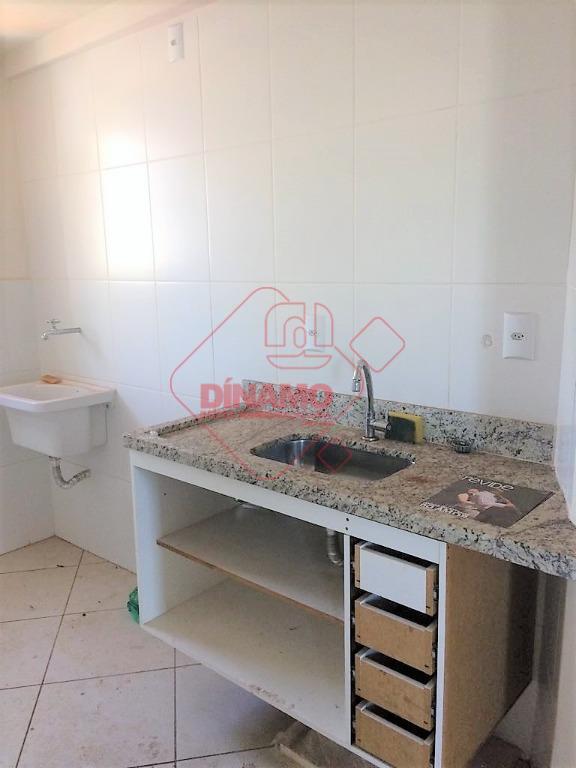 1 dormitório, sala, wc social (gab.), sacada, cozinha (gab.), área serviço, garagem, lazer c/ piscina e...