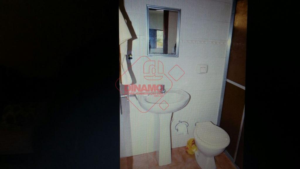 2 dormitórios (suíte c/ box/gab.) armários, sala 2 ambientes, wc social (armário), sacada, cozinha (armários), área...