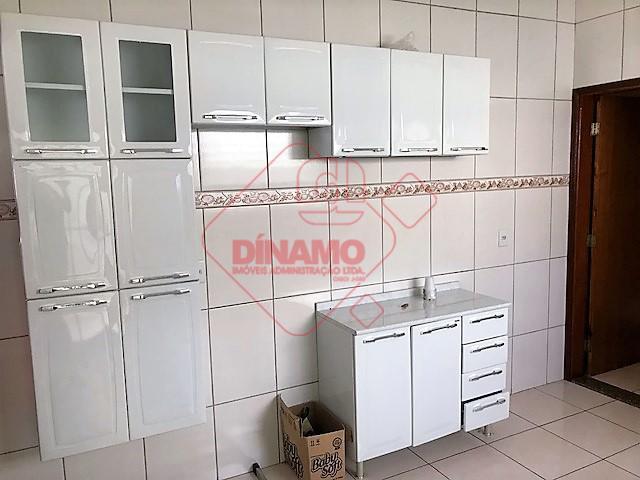 imóvel alugado, 02 dormitórios, armários, sala, wc social (gab./blindex), cozinha c/ armários, área serviço c/ armários,...