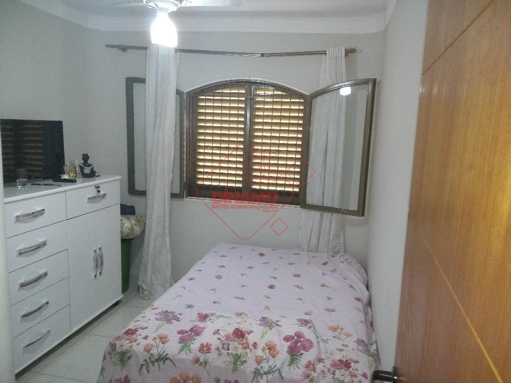 imóvel todo reformado, 3 dorms.(armários), sala 2 ambientes, wc. social(blindex), sacada, cozinha planejada, área serviço, despensa...