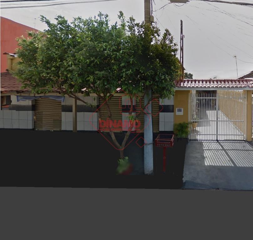 imóvel comercial em boa localização, 2 dorms., sala, wc. social, varanda, cozinha, quintal, 4 garagens.