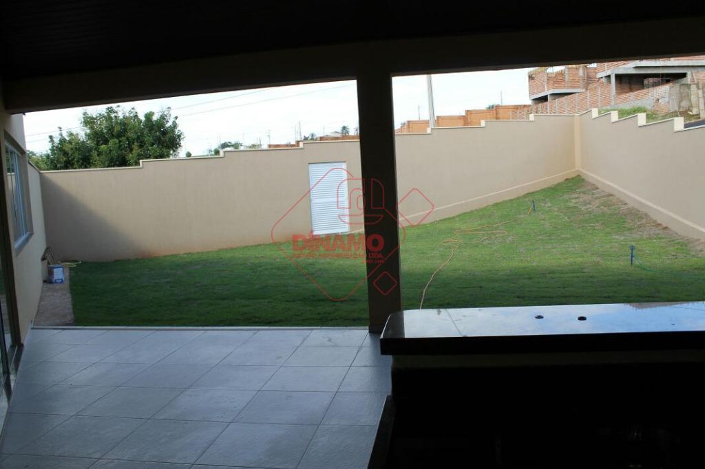3 dorms.(suíte) box blindex/espelho, sala 2 ambientes, wc. social (blindex/espelho), cozinha, área serviço, quintal gramado área...