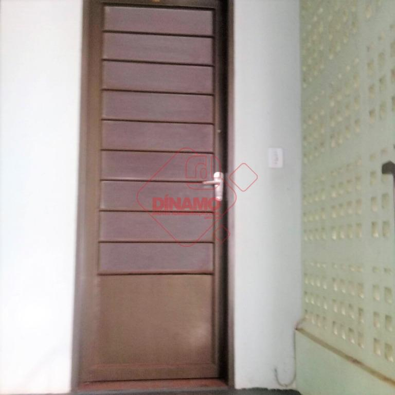 02 dormitórios, sala, wc social (gab./box), cozinha c/ armários, área serviço, garagem coberta p/ 01 carro,...