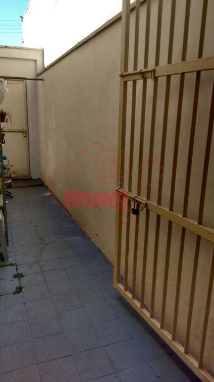 face sombra, 2 dorms.(armários), sala, wc. social(gabinete/box), copa, cozinha(gabinete), área serviço, quintal pequeno, quarto/wc. empregada, 1...