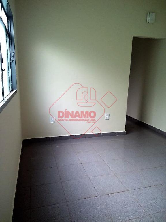 01 dormitório, sala, wc social, cozinha (gabinete), área de serviço (coberta), garagem somente para moto (descoberta).