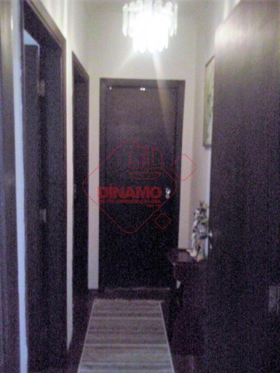 reformado, 2 dorms.(armários), sala, wc. social(gabinete/box acrílico), sacada, cozinha(armário/gabinete), área serviço, quarto/wc empregada,´não tem vaga garagem,...