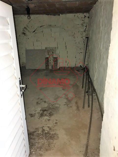 sala medindo +/- 9 m²., sala medindo +/- 16 m²., sala medindo +/- 8 m²., sala...