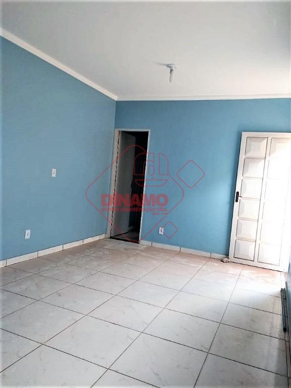 02 dormitórios (01 suíte), sala, wc social, cozinha, área serviço, quintal, copa/cozinha nos fundos, garagem p/...